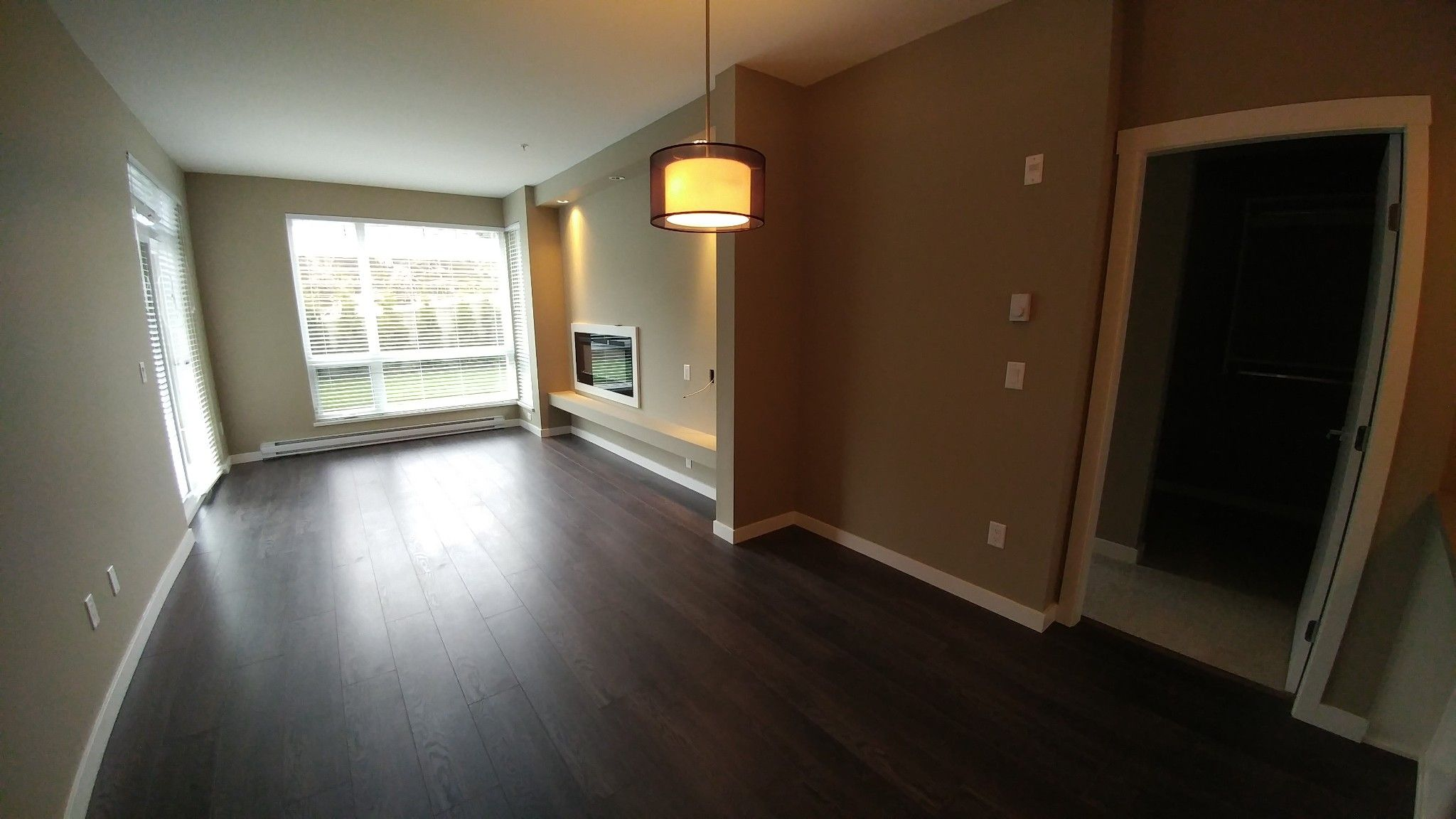 Photo 4: Photos: #209 2242 Whatcom Rd. in Abbotsford: Abbotsford East Condo for rent