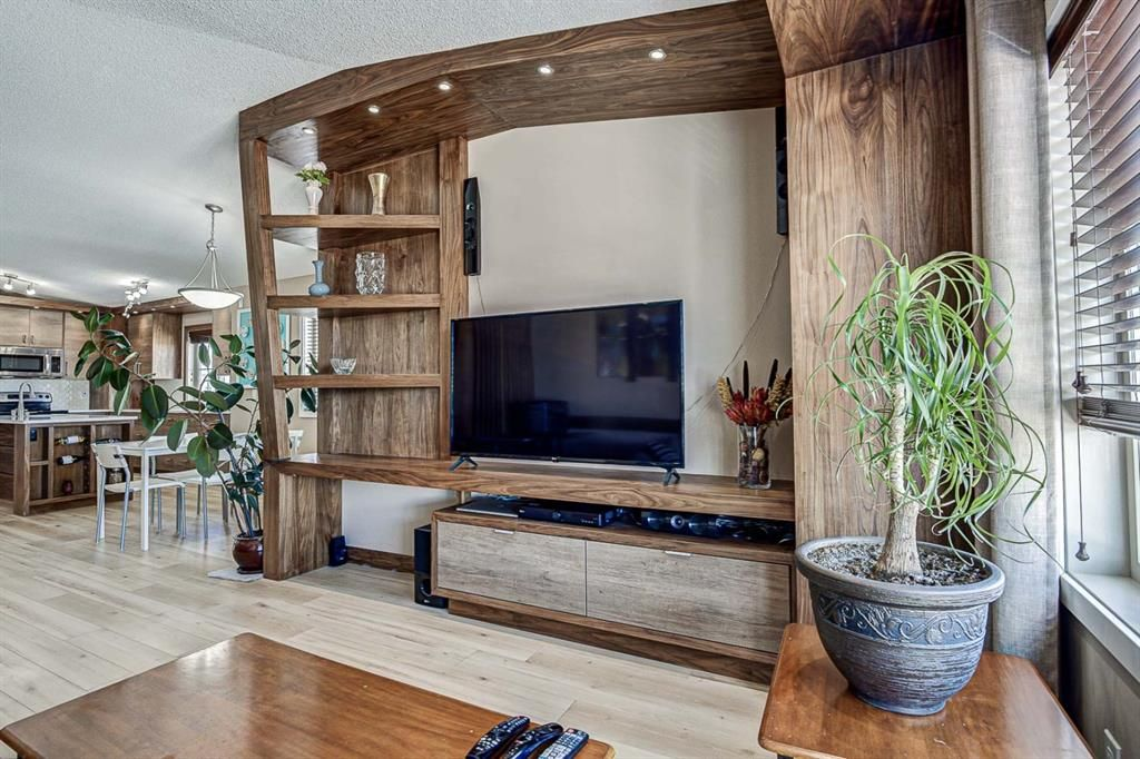 Photo 7: Photos: 230 EVERSYDE Boulevard SW in Calgary: Evergreen Apartment for sale : MLS®# A1071129