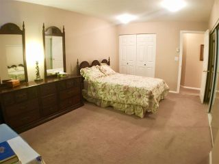 """Photo 7: 302 5955 177B Street in Surrey: Cloverdale BC Condo for sale in """"WINDSOR PLACE"""" (Cloverdale)  : MLS®# R2334510"""