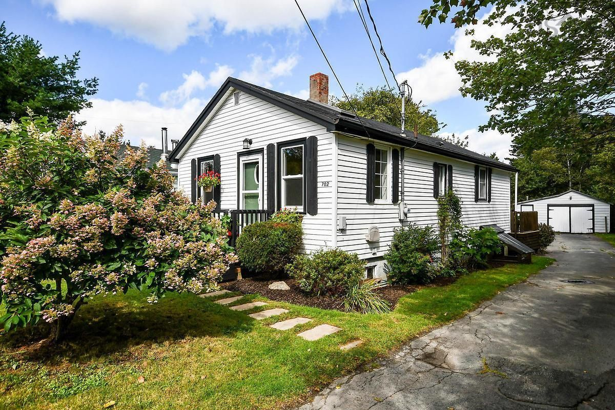 Main Photo: 702 Herring Cove Road in Halifax: 7-Spryfield Residential for sale (Halifax-Dartmouth)  : MLS®# 202124701