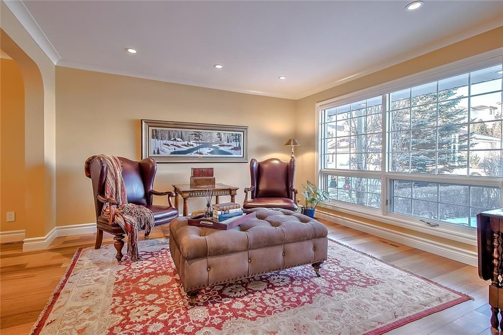 Photo 4: Photos: 153 SIGNATURE Close SW in Calgary: Signal Hill Detached for sale : MLS®# C4283177