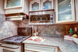 """Photo 15: 213 3875 W 4TH Avenue in Vancouver: Point Grey Condo for sale in """"LANDMARK JERICHO"""" (Vancouver West)  : MLS®# R2225317"""