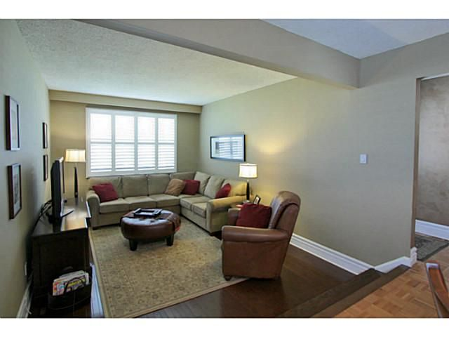 Photo 4: Photos: 5 CAMPFIRE CT in BARRIE: House for sale : MLS®# 1403506