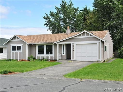 Main Photo: 9619 Barnes Pl in SIDNEY: Si Sidney South-West House for sale (Sidney)  : MLS®# 641441