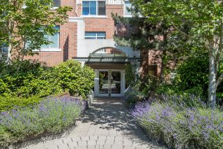 """Photo 4: 113 9299 TOMICKI Avenue in Richmond: West Cambie Condo for sale in """"MERIDIAN GATE"""" : MLS®# R2620047"""