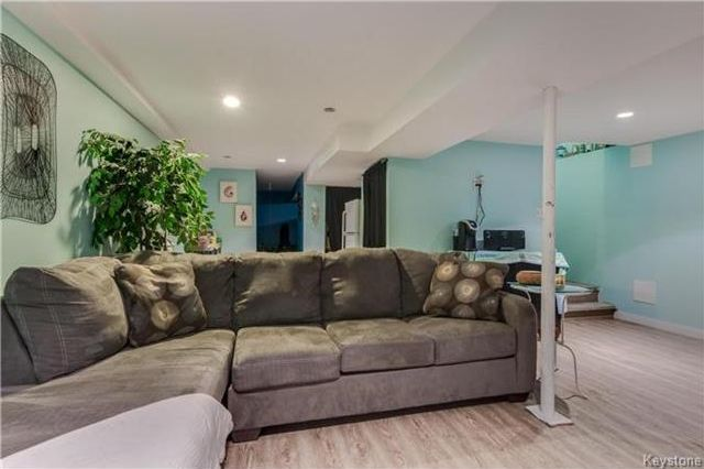 Photo 12: Photos: 427 Dowling Avenue in Winnipeg: East Transcona Residential for sale (3M)  : MLS®# 1716134