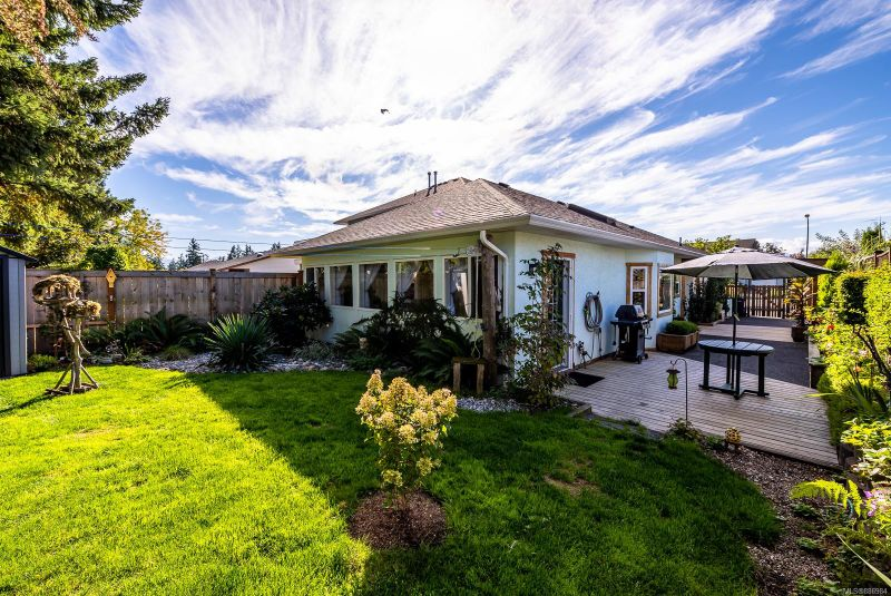 FEATURED LISTING: A - 660 Bunting Pl Comox