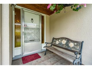 Photo 2: 56 5850 177B STREET in Surrey: Cloverdale BC Townhouse for sale (Cloverdale)  : MLS®# R2463380