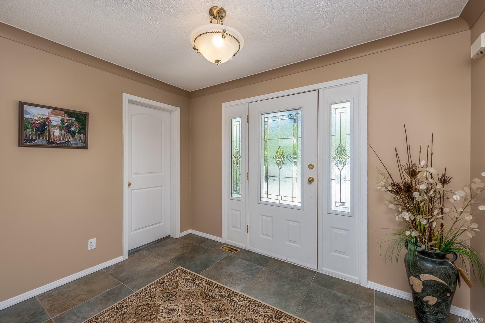 Photo 13: Photos: 5880 GARVIN Rd in : CV Union Bay/Fanny Bay House for sale (Comox Valley)  : MLS®# 853950