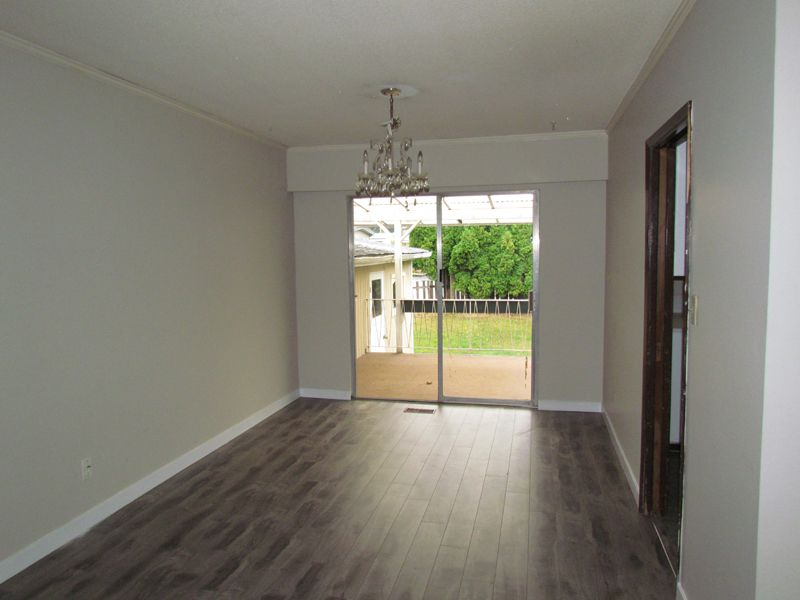 Photo 3: Photos: 2681 Victoria Street in Abbotsford: Clearbrook House for rent