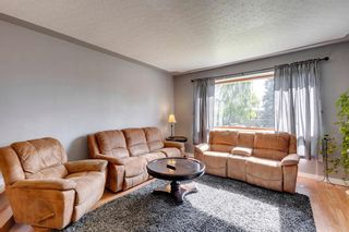 Photo 11: 9 Chisholm Crescent NW in Calgary: Charleswood Detached for sale : MLS®# A1115006
