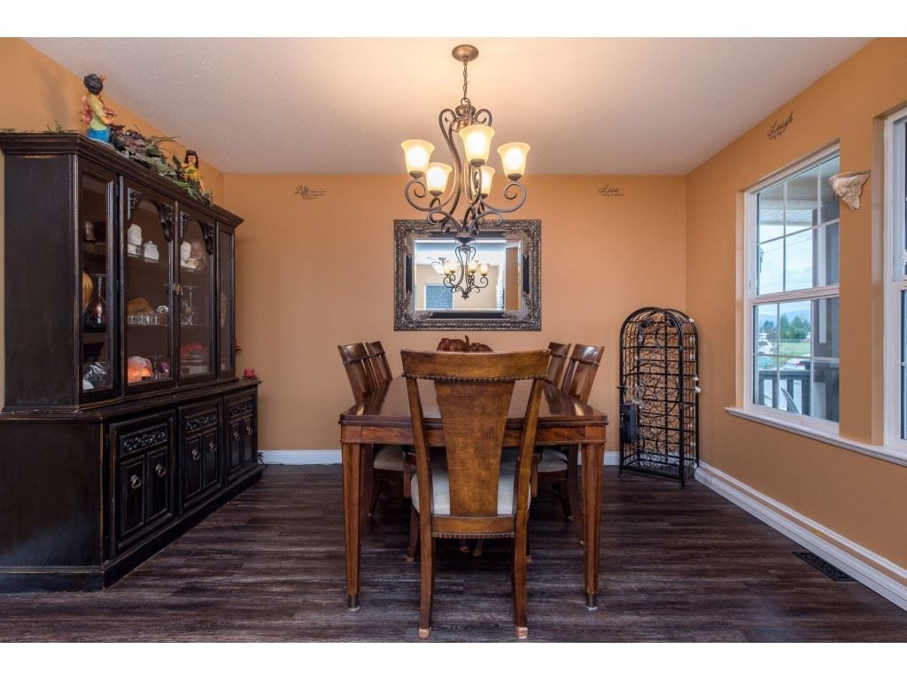 "Photo 5: Photos: 9 45306 BALMORAL Avenue in Sardis: Sardis West Vedder Rd House for sale in ""BALMORAL PARK ESTATES"" : MLS®# R2518450"