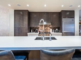 Photo 3: 2005 43 Avenue SW in Calgary: Altadore Detached for sale : MLS®# A1037993