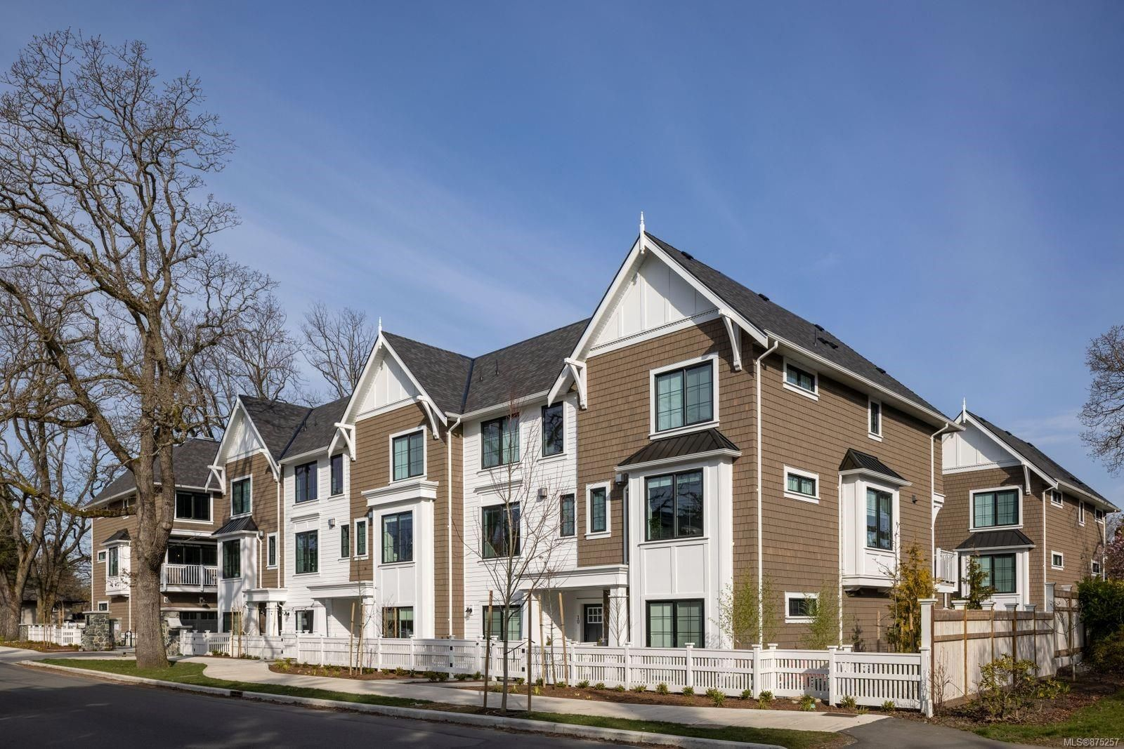 Main Photo: TH15 1810 Kings Rd in : SE Camosun Row/Townhouse for sale (Saanich East)  : MLS®# 875257