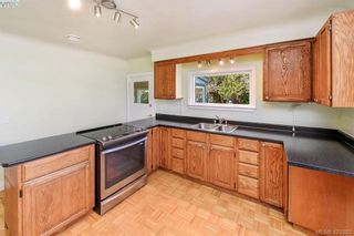 Photo 7: 230 Stormont Rd in VICTORIA: VR View Royal House for sale (View Royal)  : MLS®# 836100