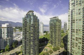 """Photo 6: 1304 1333 W GEORGIA Street in Vancouver: Coal Harbour Condo for sale in """"The Qube"""" (Vancouver West)  : MLS®# R2472774"""