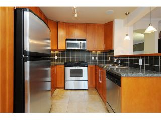 """Photo 10: 4472 QUEBEC Street in Vancouver: Main House for sale in """"MAIN STREET"""" (Vancouver East)  : MLS®# V1037297"""