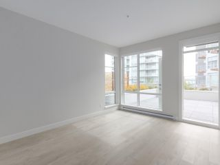 "Photo 5: 107 1768 GILMORE Avenue in Burnaby: Brentwood Park Condo for sale in ""Escala"" (Burnaby North)  : MLS®# R2398718"