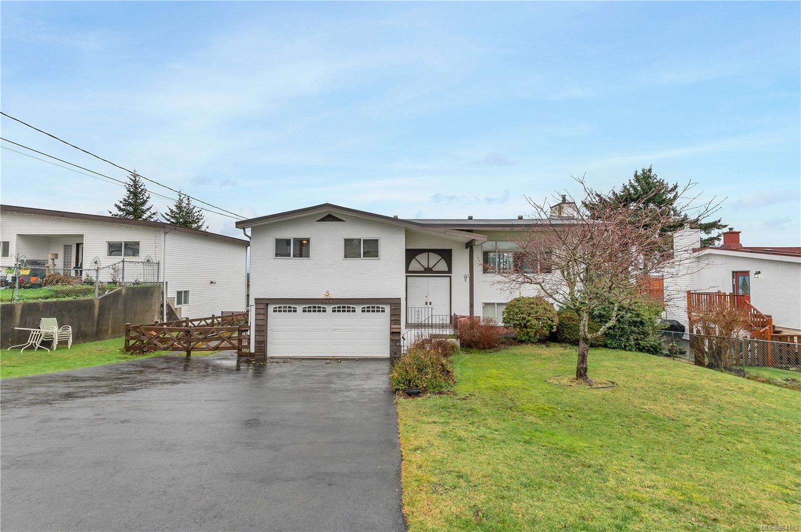 Main Photo: 769 Nancy Greene Dr in : CR Campbell River Central House for sale (Campbell River)  : MLS®# 864185
