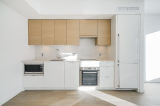 """Photo 8: 701 1688 PULLMAN PORTER Street in Vancouver: Mount Pleasant VE Condo for sale in """"NAVIO AT THE CREEK (SOUTH)"""" (Vancouver East)  : MLS®# R2532164"""