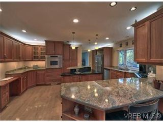 Photo 9: 2881 Phyllis Street in VICTORIA: SE Ten Mile Point Residential for sale (Saanich East)  : MLS®# 303291