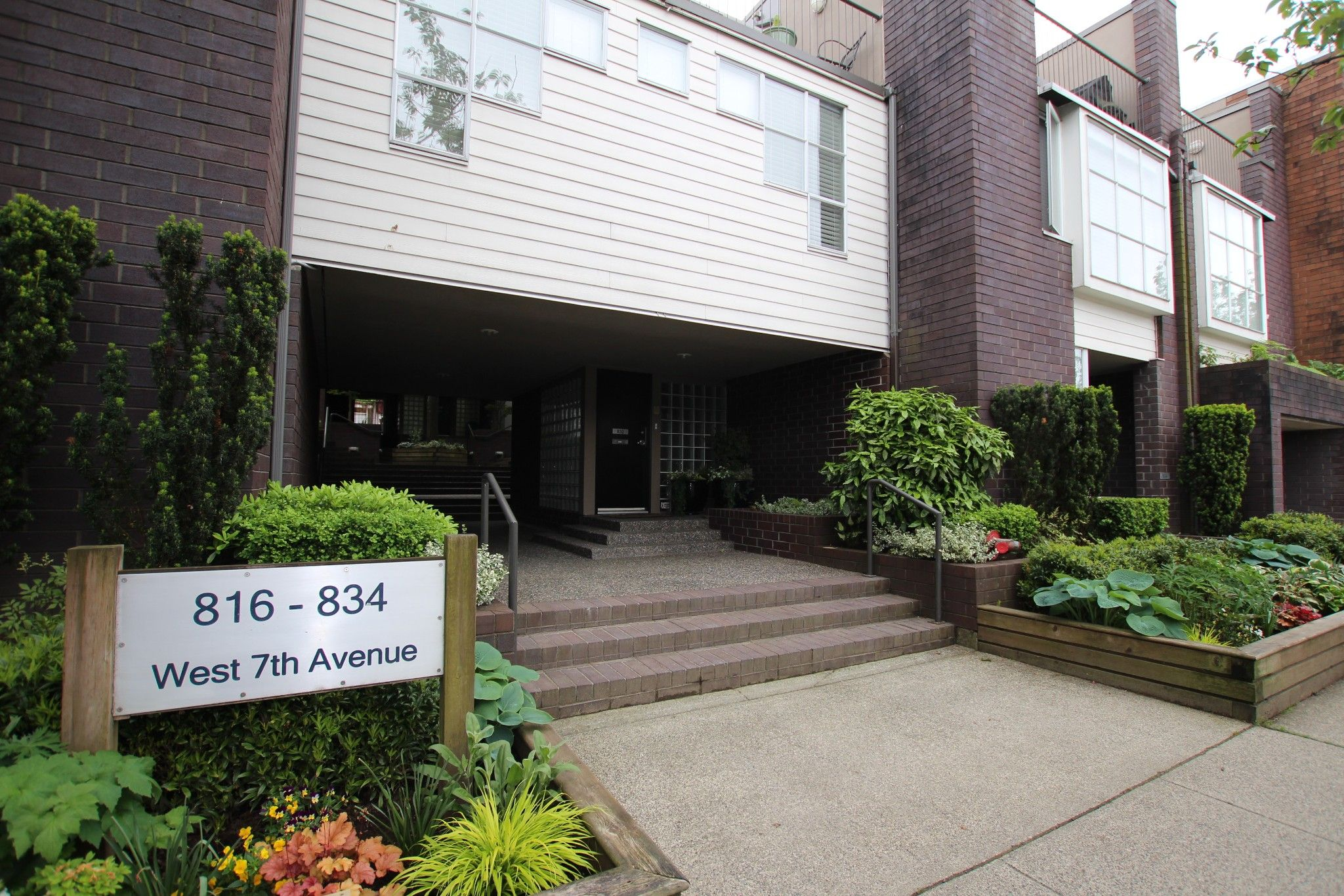 Main Photo:  in : Vancouver West Townhouse for rent : MLS®# AR102