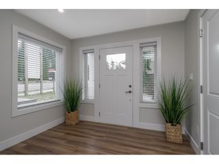 """Photo 5: 20 4295 OLD CLAYBURN Road in Abbotsford: Abbotsford East House for sale in """"SUNSPRING ESTATES"""" : MLS®# R2533947"""