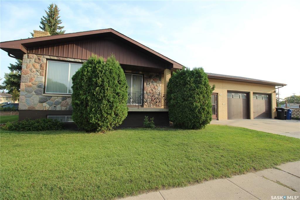 Main Photo: 2324 20th Street West in Saskatoon: Meadowgreen Residential for sale : MLS®# SK870226