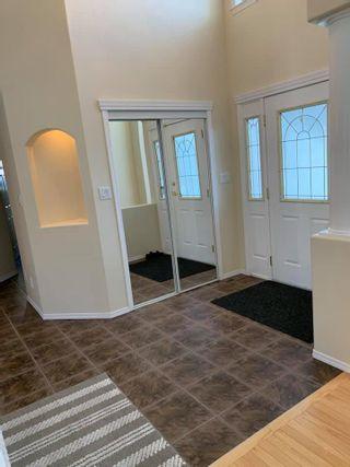 Photo 3: 8918 159A Avenue in Edmonton: Zone 28 Attached Home for sale : MLS®# E4228957