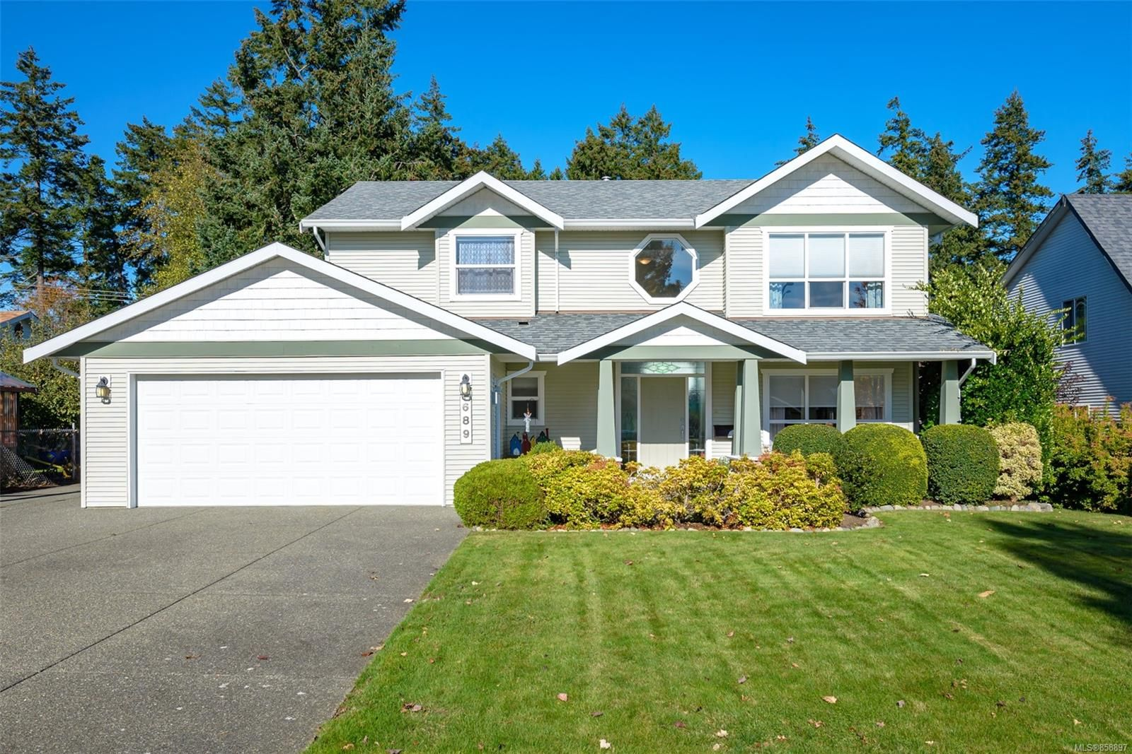 Main Photo: 689 moralee Dr in : CV Comox (Town of) House for sale (Comox Valley)  : MLS®# 858897