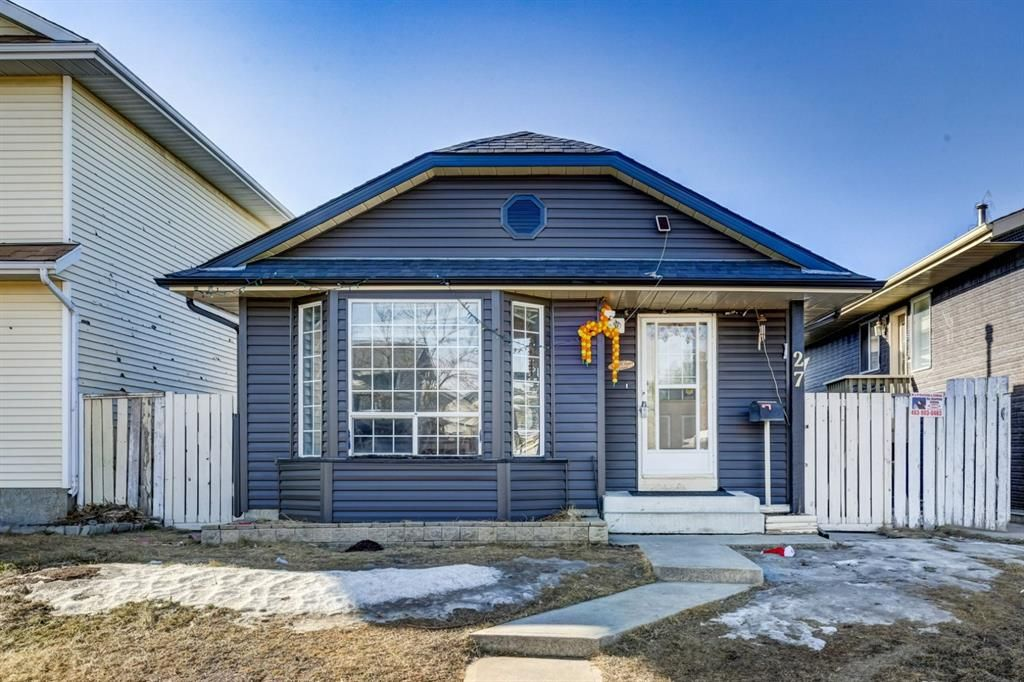 Main Photo: 27 Martinwood Road NE in Calgary: Martindale Detached for sale : MLS®# A1095419