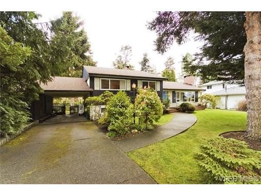 Main Photo: 1937 Appleton Pl in VICTORIA: SE Gordon Head House for sale (Saanich East)  : MLS®# 532203
