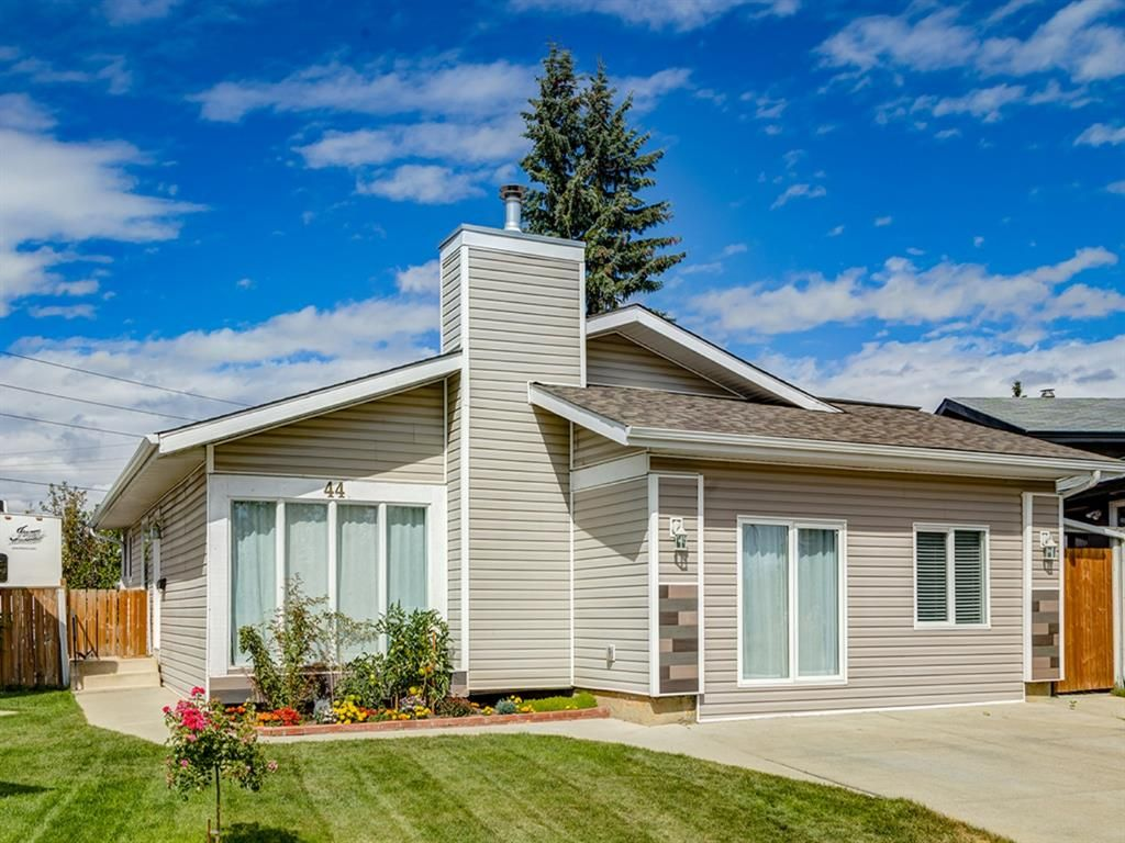 Main Photo: 44 MAITLAND Green NE in Calgary: Marlborough Park Detached for sale : MLS®# A1030134