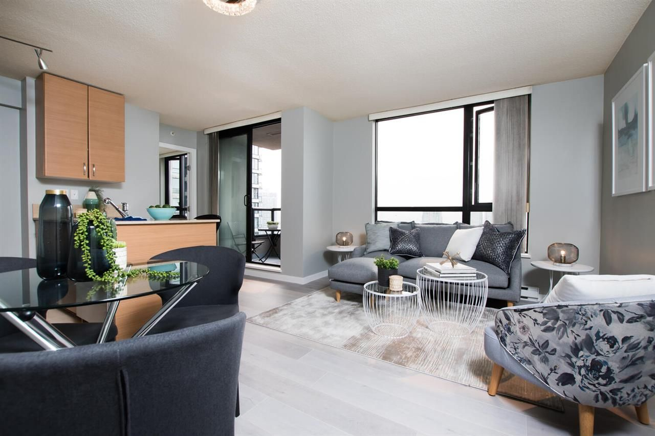 """Main Photo: 2009 928 HOMER Street in Vancouver: Yaletown Condo for sale in """"YALETOWN PARK 1"""" (Vancouver West)  : MLS®# R2510390"""