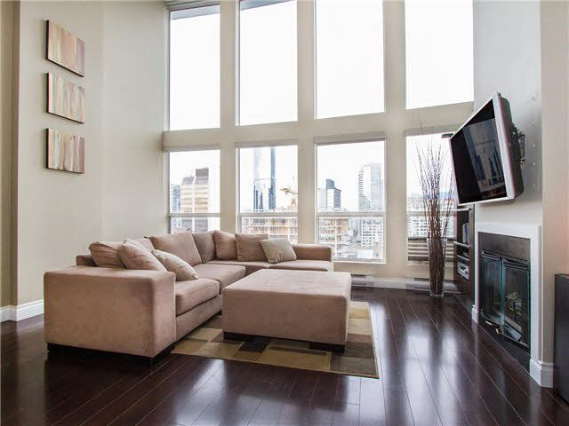 """Main Photo: PH3 933 SEYMOUR Street in Vancouver: Downtown VW Condo for sale in """"THE SPOT"""" (Vancouver West)  : MLS®# V1094972"""