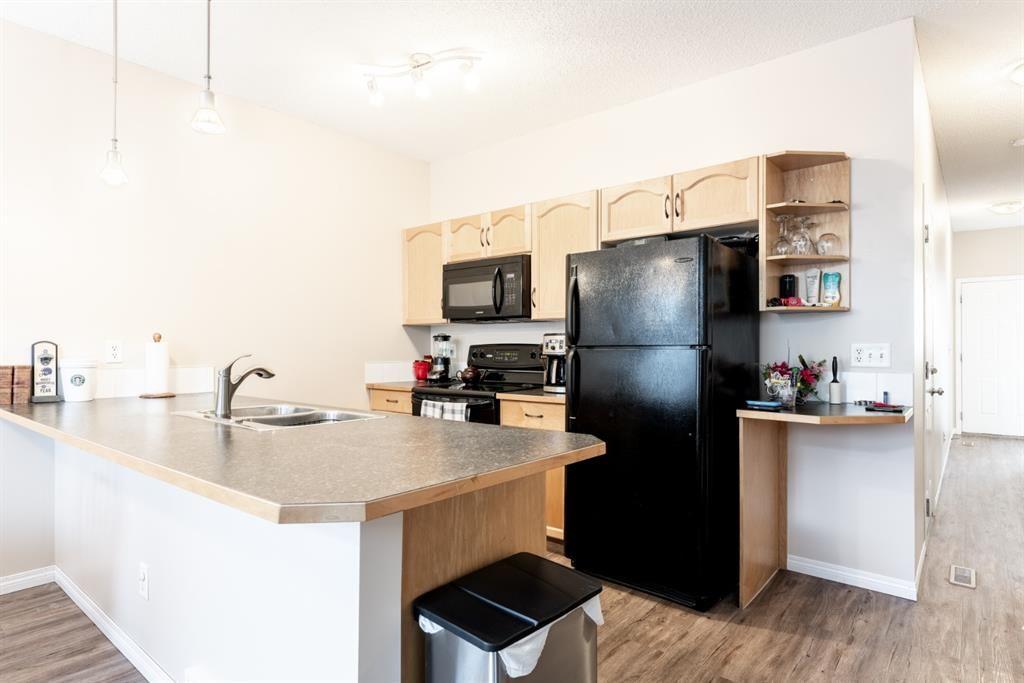 Photo 9: Photos: 103 Everridge Gardens SW in Calgary: Evergreen Row/Townhouse for sale : MLS®# A1061680