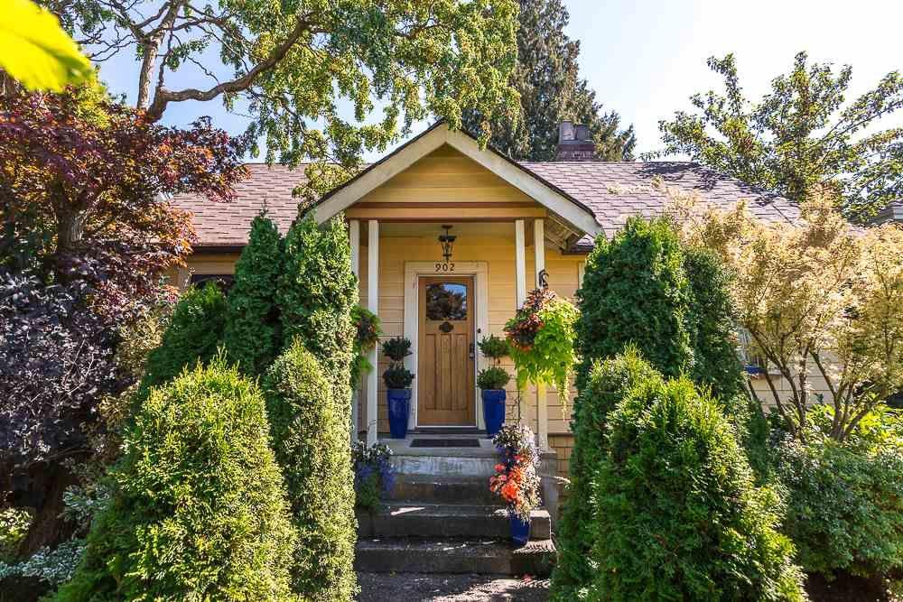 "Main Photo: 902 EDINBURGH Street in New Westminster: Moody Park House for sale in ""MOODY PARK"" : MLS®# R2103490"
