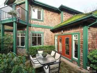 Photo 1: 3864 Cadboro Bay Rd in VICTORIA: SE Cadboro Bay Row/Townhouse for sale (Saanich East)  : MLS®# 707315