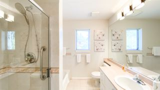 "Photo 33: 506 2271 BELLEVUE Avenue in West Vancouver: Dundarave Condo for sale in ""The Rosemont on Bellevue"" : MLS®# R2562061"