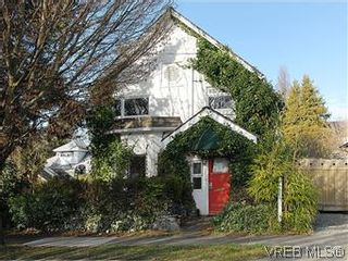 Photo 1: 669 Pine St in VICTORIA: VW Victoria West House for sale (Victoria West)  : MLS®# 560025