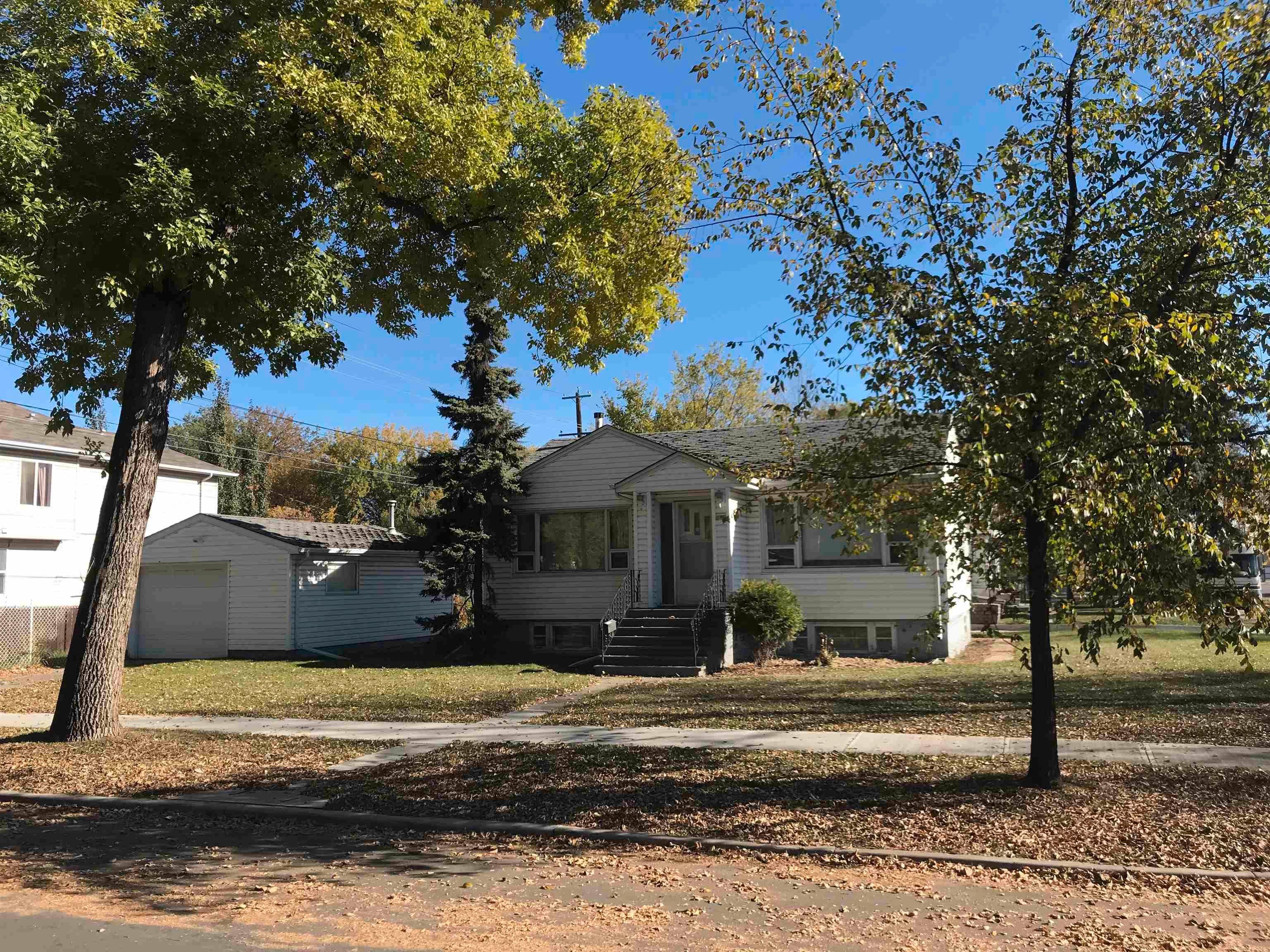 Main Photo: 11803 52 Street in Edmonton: Zone 06 House for sale : MLS®# E4266122