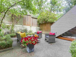 """Photo 4: 2411 W 1ST Avenue in Vancouver: Kitsilano Townhouse for sale in """"Bayside Manor"""" (Vancouver West)  : MLS®# R2191405"""