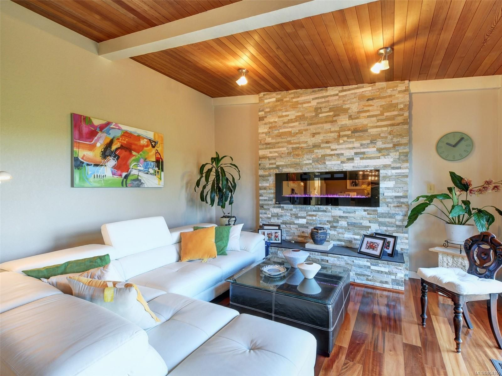 Main Photo: 4113 Mariposa Hts in : SW Strawberry Vale House for sale (Saanich West)  : MLS®# 854101