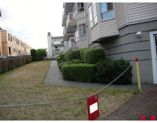 """Photo 8: 114 9299 121ST Street in Surrey: Queen Mary Park Surrey Condo for sale in """"Huntington Gate"""" : MLS®# F2719241"""