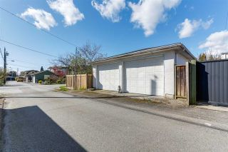 """Photo 15: 108 E 56TH Avenue in Vancouver: South Vancouver House for sale in """"LANGARA"""" (Vancouver East)  : MLS®# R2257447"""