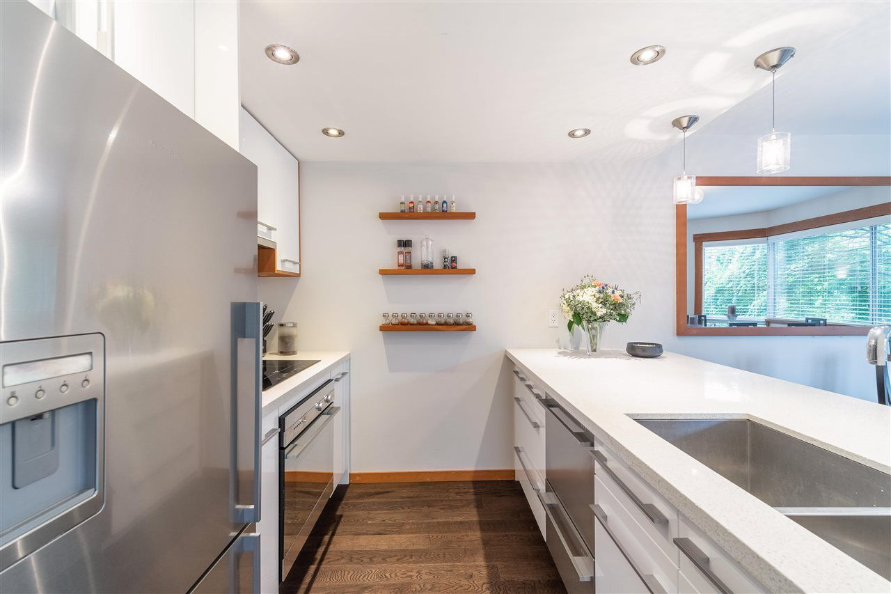 """Main Photo: 301 1510 W 1ST Avenue in Vancouver: False Creek Condo for sale in """"Mariner Walk"""" (Vancouver West)  : MLS®# R2589814"""