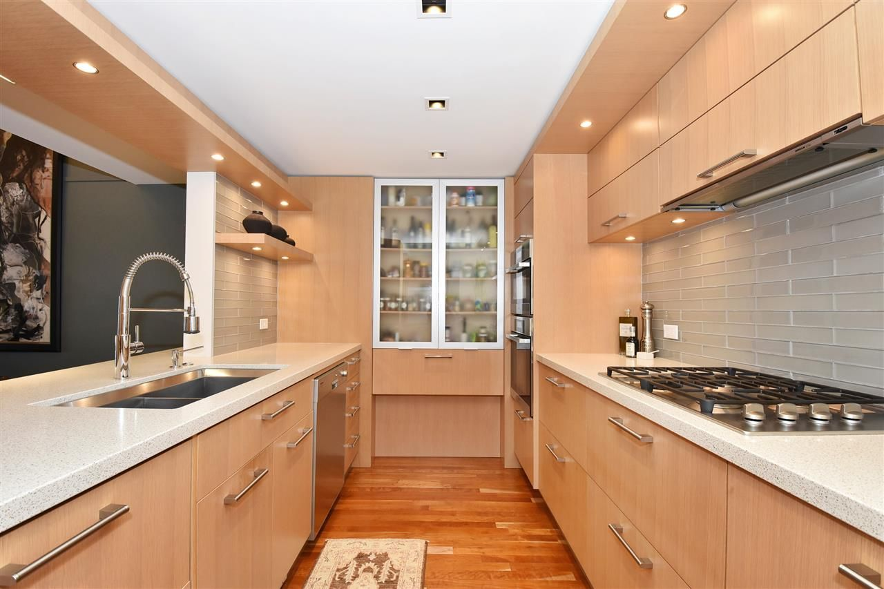 """Photo 11: Photos: 2311 OAK Street in Vancouver: Fairview VW Townhouse for sale in """"OAKVIEW TERRACE"""" (Vancouver West)  : MLS®# R2151089"""
