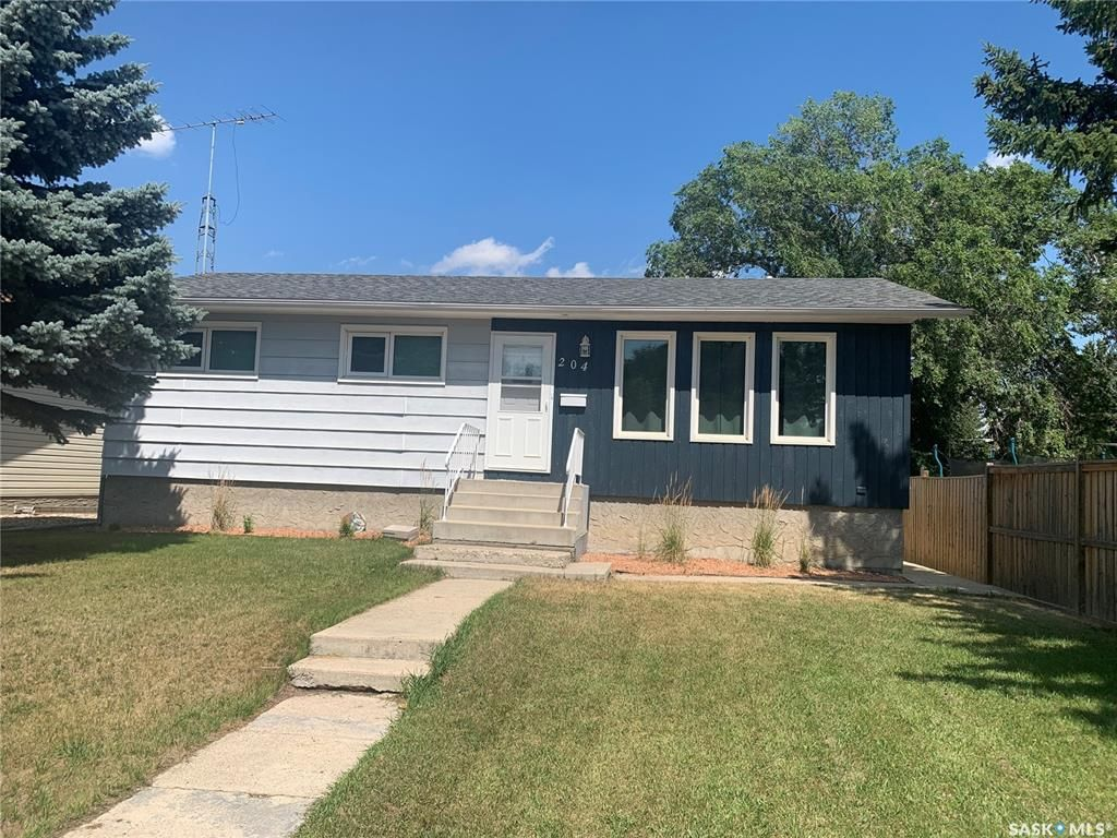 Main Photo: 204 7th Avenue West in Watrous: Residential for sale : MLS®# SK865721
