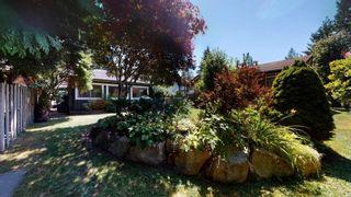 "Photo 4: 2363 THE BOULEVARD in Squamish: Garibaldi Highlands House for sale in ""Garibaldi Highlands"" : MLS®# R2602086"