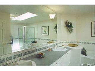 Photo 5: 305 940 Boulderwood Rise in VICTORIA: SE Broadmead Condo for sale (Saanich East)  : MLS®# 230013